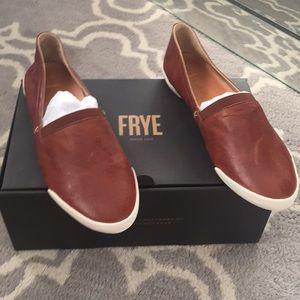 FRYE Melanie Slip in size 9 cognac